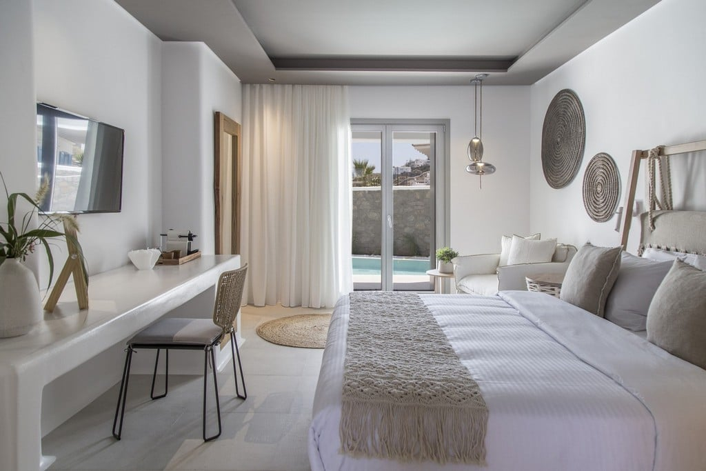Design Maisonette with Jacuzzi - Bedroom to Balcony